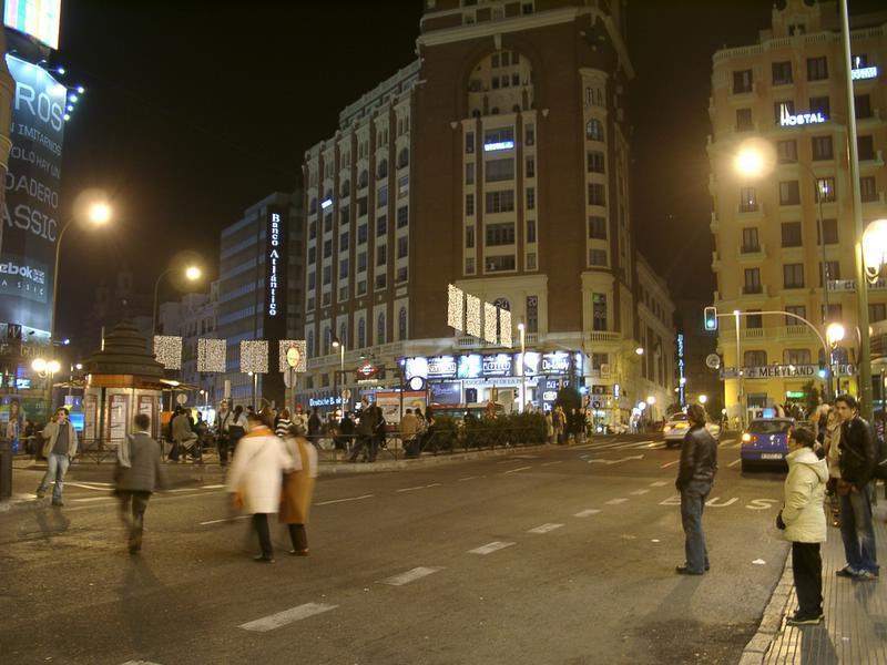 Cascadas de luz en Callao. Navidad 2004 en Madrid