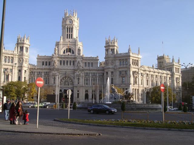 Cibeles y el Palacio de las Comunicaciones_ a plena luz. Navidad 2004 en Madrid
