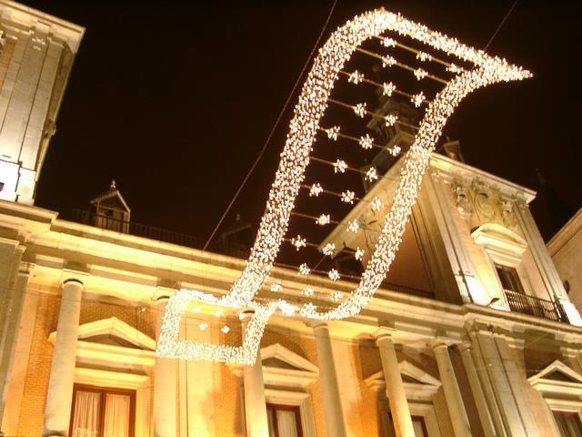Detalle decorativo junto a la Plaza de la Villa. Navidad 2004 en Madrid