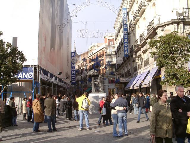 Entrada al area comercial. Navidad 2004 en Madrid