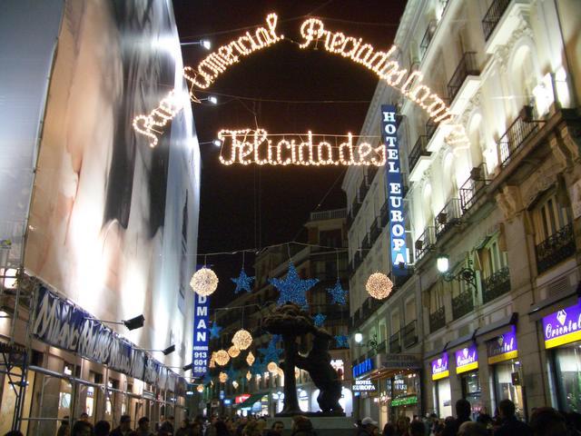 Felicidades en pleno centro de Madrid. Navidad 2004 en Madrid