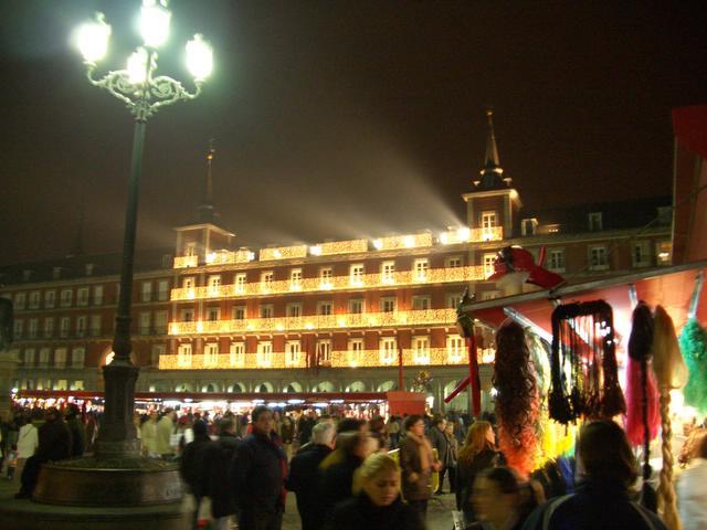 La Plaza Mayor vestida para la ocasion. Navidad 2004 en Madrid