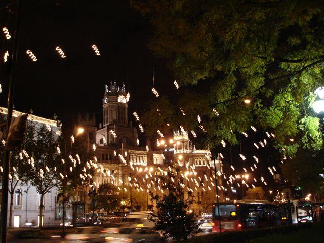 Espirales en el Palacio de las Comunicaciones. Navidad 2005 en Madrid