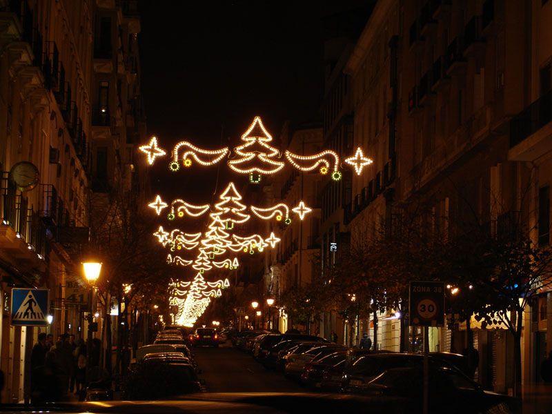 Abetos iluminados. Navidad 2006 en Madrid
