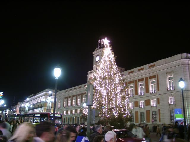 La Puerta del Sol y su tradicional arbol de Navidad. Navidades anteriores