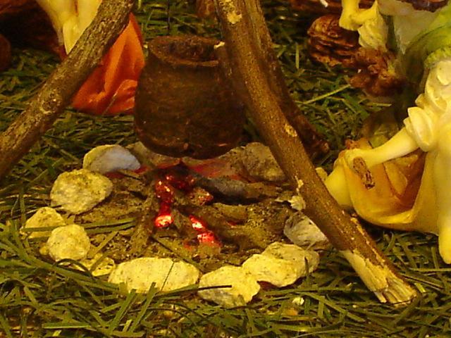 Olla en el fuego. Belén de Mauricio O. (Guatemala)