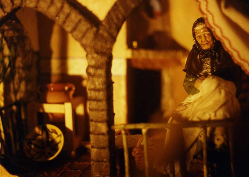 cosiendo tras la cortina. Belén de jesusayala (Córdoba)