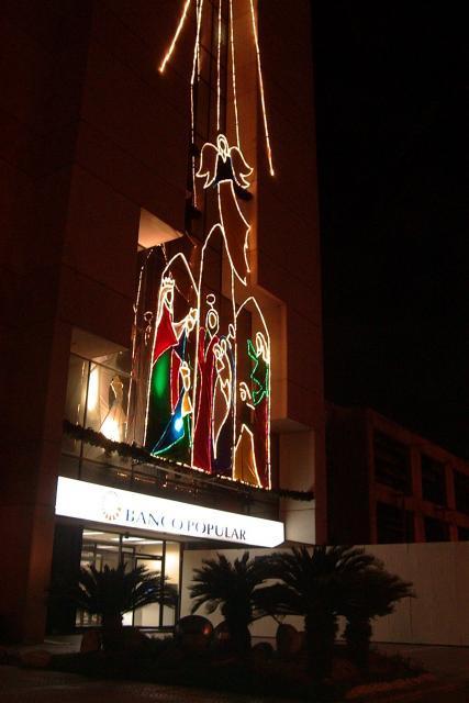 Luces Navideñas de Banco popular.