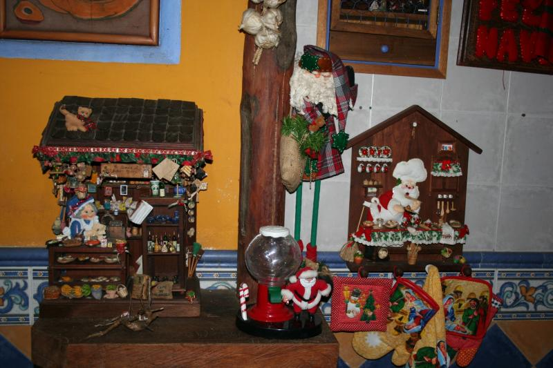 069 arreglo navideño en paño lency y madera. Belén de Maritza Bravo