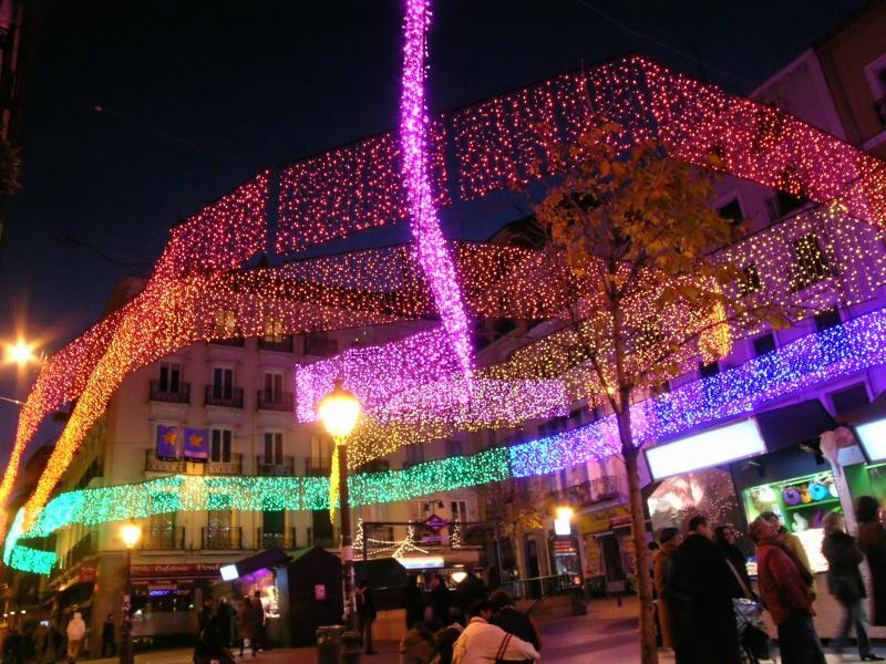 Luces de colores en la Plaza de Chueca (II). Navidad 2008 en Madrid