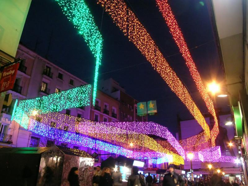 Luces de colores en la Plaza de Chueca (I). Navidad 2008 en Madrid