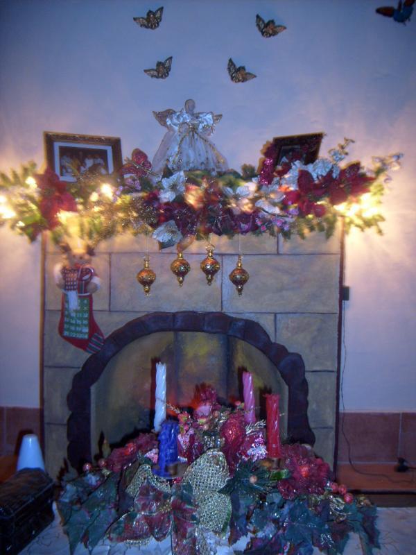 Nuestra chimenea y corona de adviento.     fotos de navidad digital