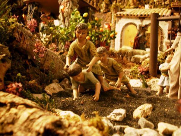 Niños jugando. Belén de Familia Royo Tordera (Torrent, Valencia)