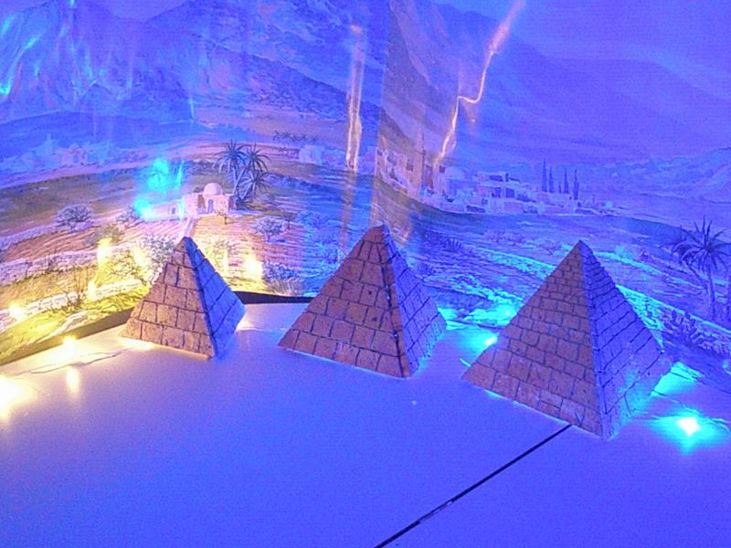 Probando las Piramides. Belén de fernando de Santiago (La Coruña)