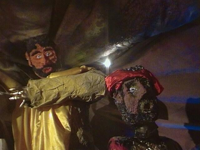 Baltasar y Gaspar quedan maravillados con el niño. Belén de luis abaroa (gran tarajal)