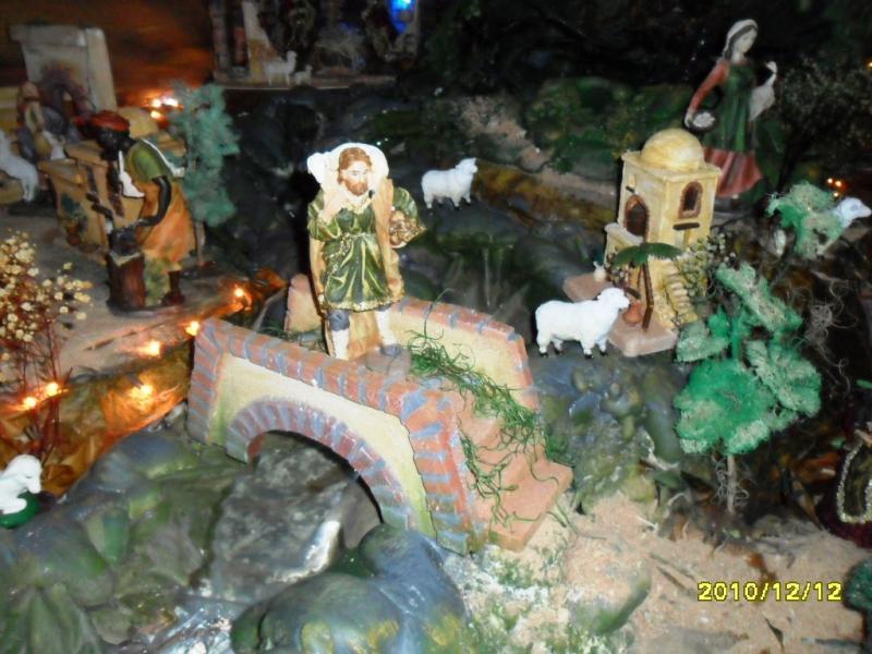 Pastor pasando oveja por el puente. Belén de Solarte Mauricio (El Tambo Cauca)