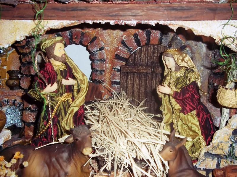 Esperando la llegada del niño Dios en el portal junto a la mula y el buey. Belén de Solarte Mauricio (El Tambo Cauca)